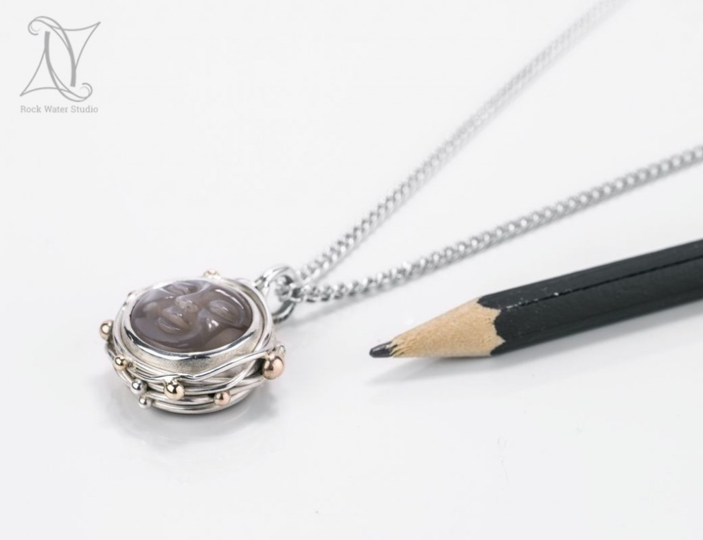Small Button Compass Pendant Gift for Girlfriend (g425)