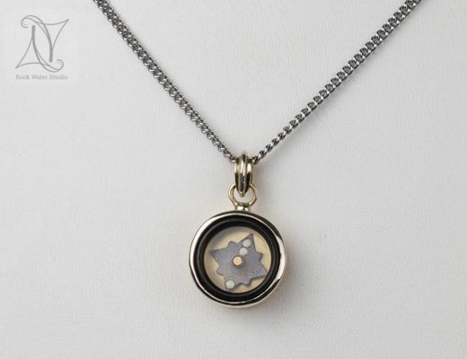 2 Colour Gold Working Compass Pendant Gift (g323)