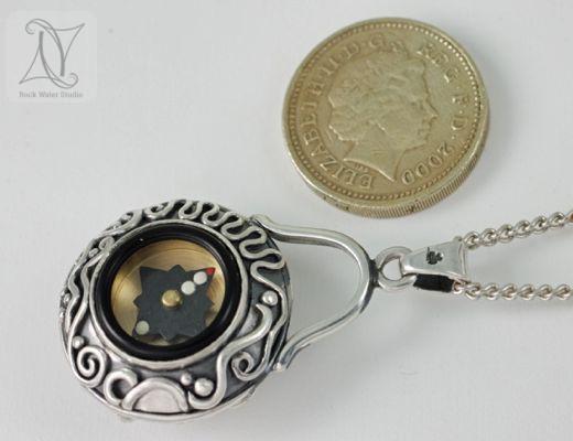 Black Star Sapphire Button Compass Pendant Size Guide (g272)