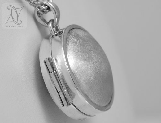 Silver Compass Locket with handmade hinge (g311)