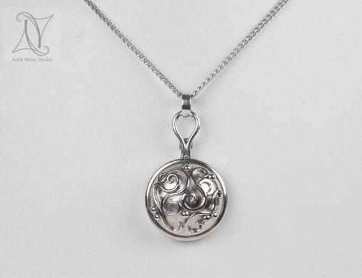Libretto Silver Compass Pendant Gift (g313)
