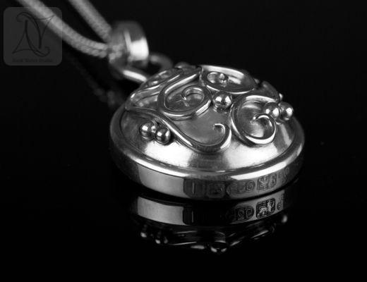 Handmade Libretto Silver Compass Necklace Gift (g313)