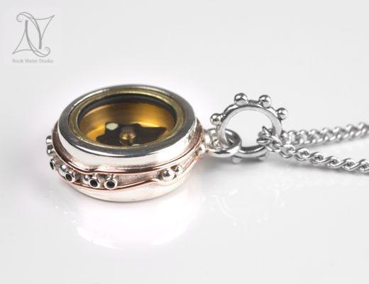 Ocean Silver Button Compass Pendant (g368)