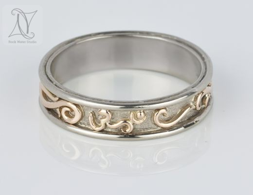 OM Symbol Wedding Ring in 18k Gold (g401)