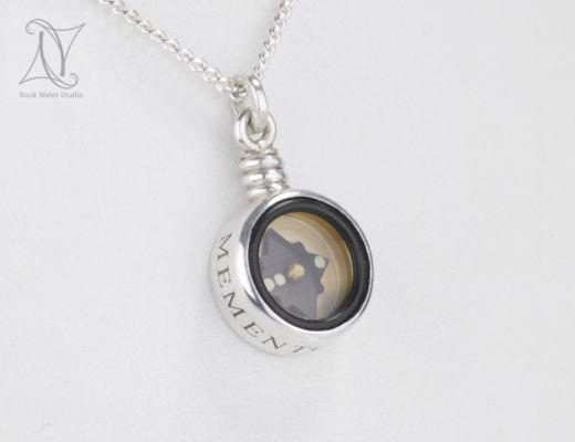 Memento Vivere Engraved Silver Compass Pendant (g415)