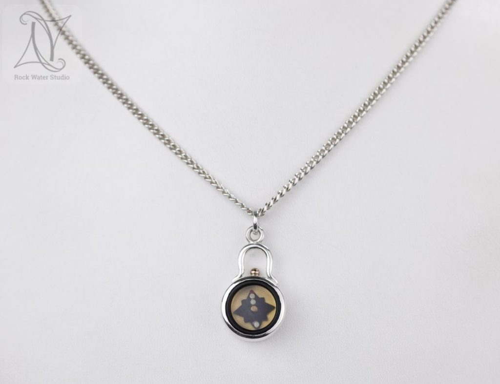 Elegance Silver Compass Necklace with chain (g477)