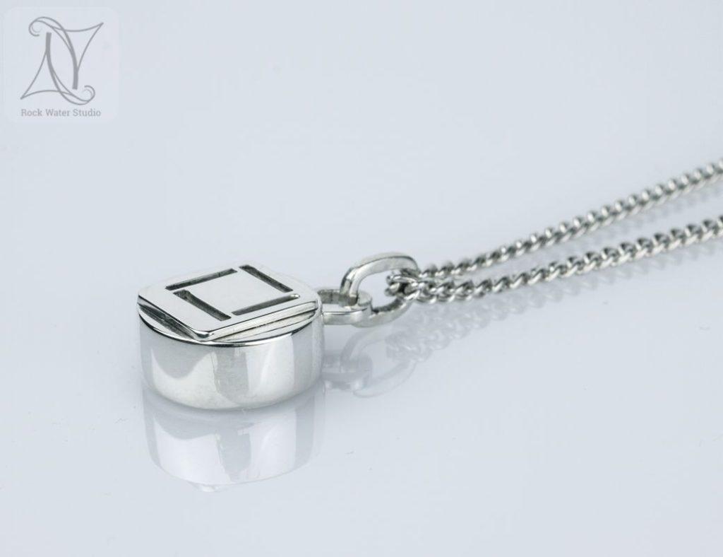 4 corners silver compass pendant on chain (g472)