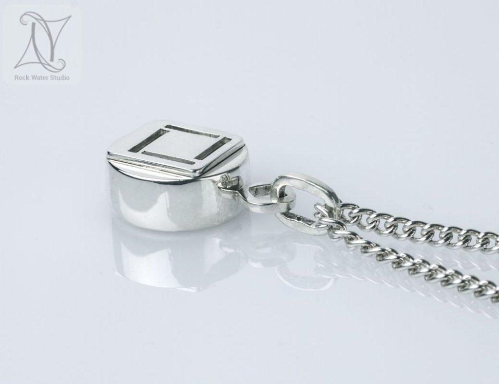 Four corners silver compass pendant (g472)