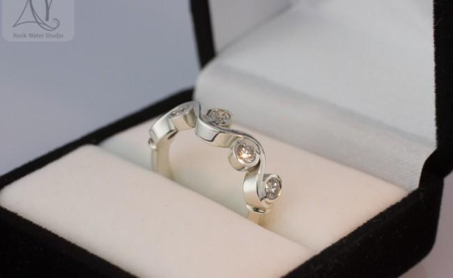 Wedding anniversary ring