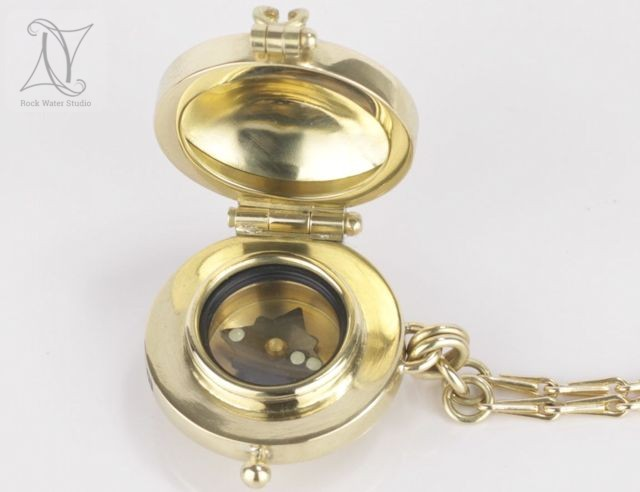 Compass Locket in Gold (g419)