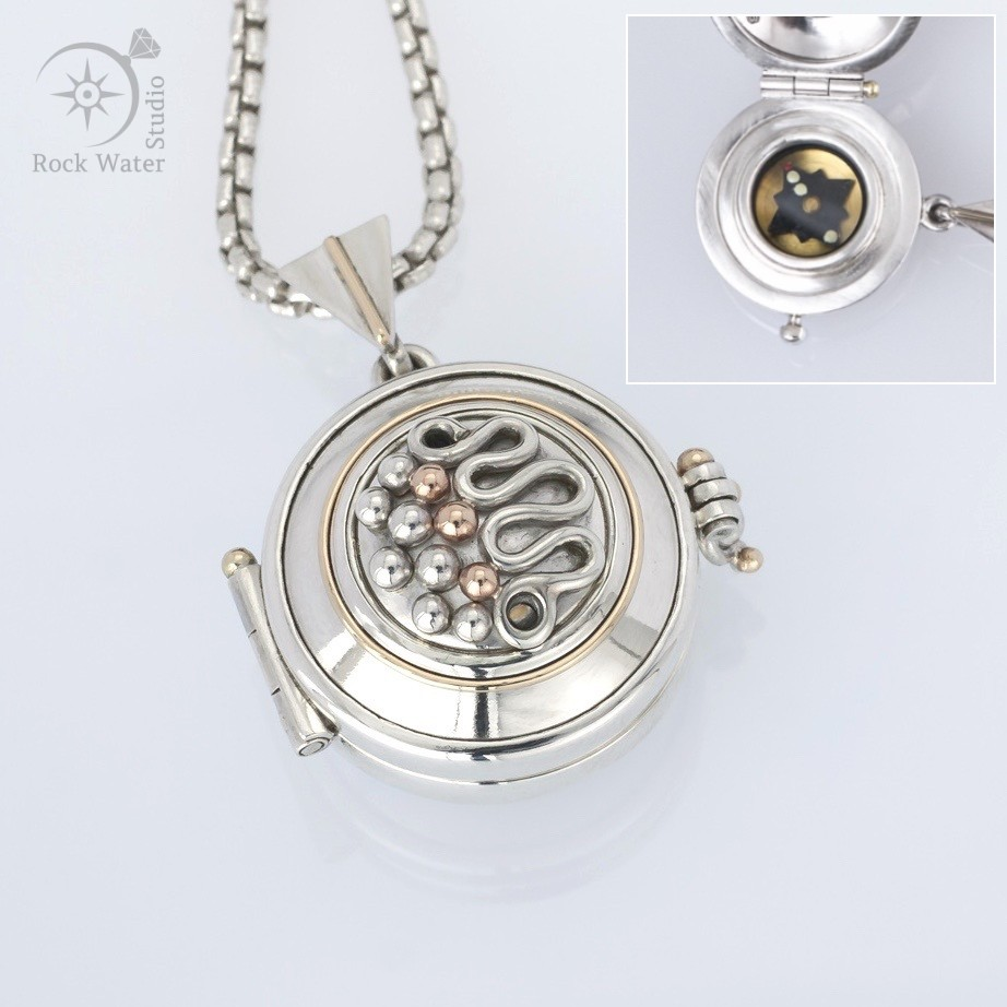 Pathfinder Compass Locket (g409)