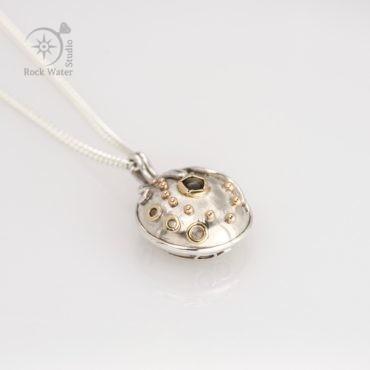 Black Star Sapphire Compass Necklace Graduation Gift (g506)