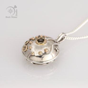 Black Star Sapphire Graduation Compass Necklace Gift (g506)