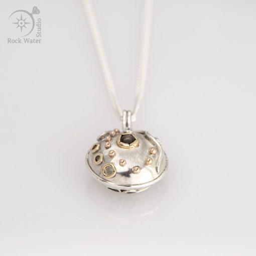 Black Star Sapphire Graduation Compass Pendant Gift (g506)