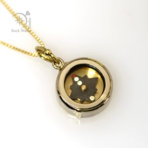 Gold Working Compass Pendant for Adventurers (g485)
