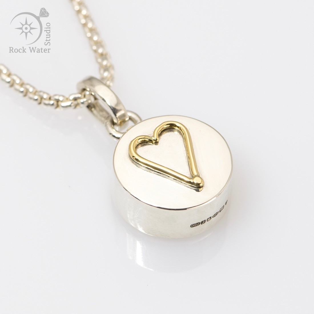 Simply Love Heart Compass Pendant (g456)