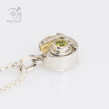 Peridot Compass Talisman Necklace Gift (g537)