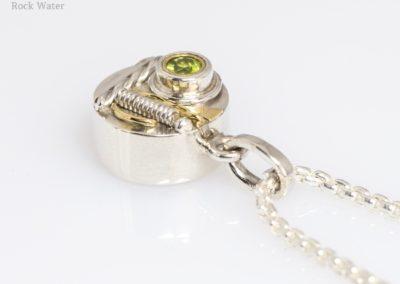 Peridot Compass Talisman Pendant Gift (g537)